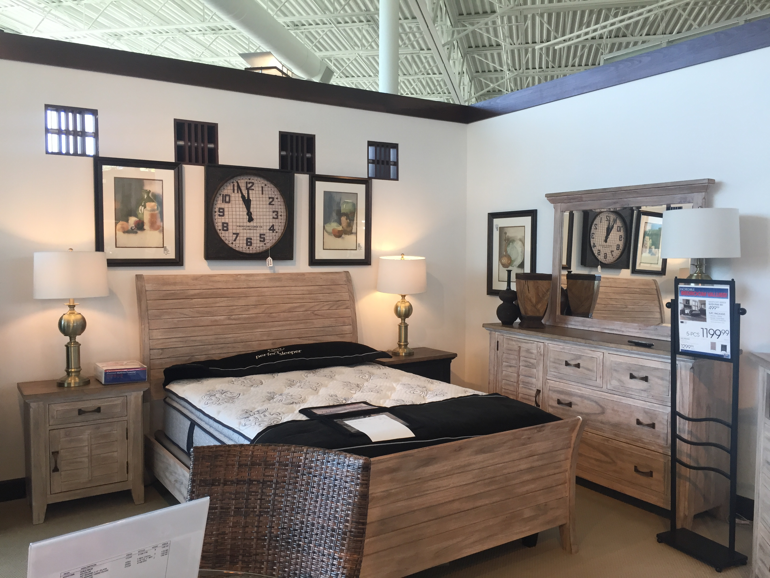 quelques magasins de meubles aux usa. Black Bedroom Furniture Sets. Home Design Ideas