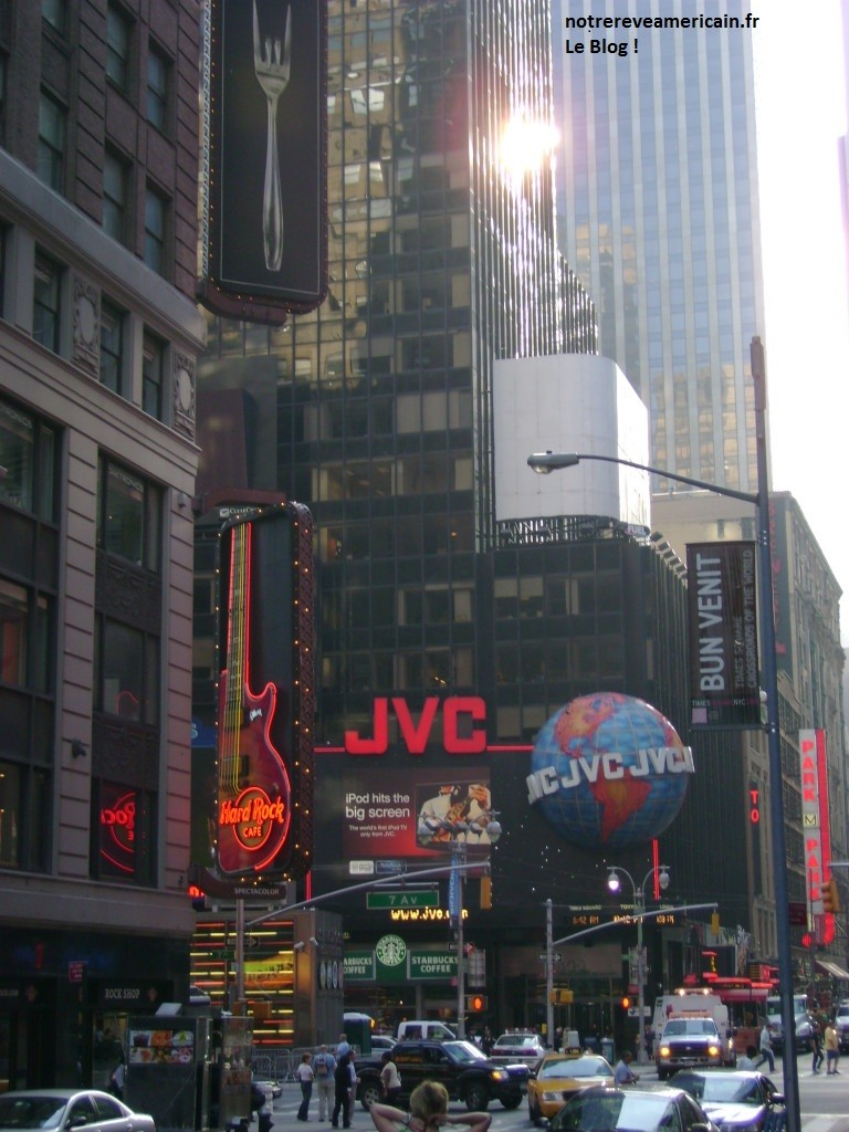 43e-angle-Broadway-Times-Sq_-768x1024